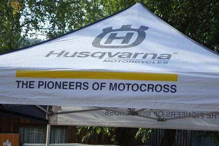 IMPRESSIONEN HUSQVARNA TESTTAG - HAUSHAM/BAYERN  Einige Impressionen von unserem HUSQVARNA - TESTTAG am Motocrossgelände HAUSHAM / Bayern.  Wir möchten uns nochmals bei allen... Weiter >>