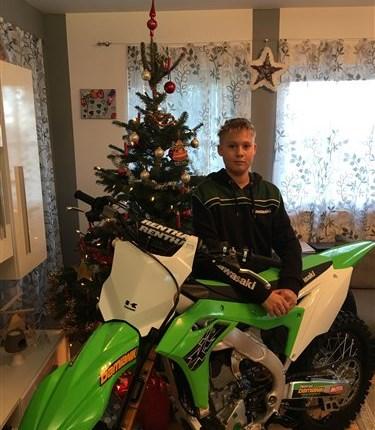 Dominiks Christkind war super!! Wenn man das ganze Jahr über sehr brav war, kann es schon einmal vorkommen daß das Christkind eine neue Kawasaki KX 250 bringt! Wi... Weiter >>