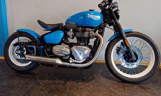 """Umbau Triumph Bonneville Bobber """"Straight Blue"""""""