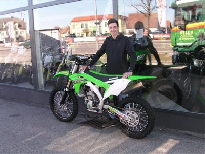 Grünes Bike findet sein neues Zuhause in der Steiermark! Eine Kawasaki KX 250/2019 findet in der grünen Mark seine neue Heimat. Wir wünschen Florian mit seinen neuen Bike viel Spaß und vi... Weiter >>