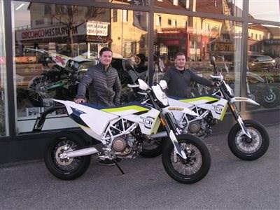 701 Supermoto 2019 roll out!! Für zwei Freunde aus der Steiermark kann die Bike Saison 2019 starten! Bernhard und Jakob haben ihre neuen 701 Supermoto Motorräde... Weiter >>