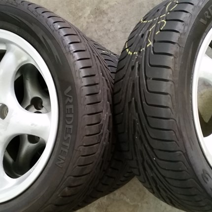 PKW: Bevor Sie der Winter eiskalt erwischt!   UNSER TIPP: Wer weit vor dem ersten Bodenfrost seine Reifen wechselt, hat kaum Wartezeiten für... Weiter >>