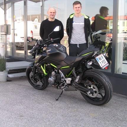 Roll out einer Kawasaki Z 650! Wir gratulieren Gerhard und Sebastian zur Motorradwahl! Die Z650 wird sicher viel Freude bereiten. Wer von den beidenmehr Kilomet... Weiter >>