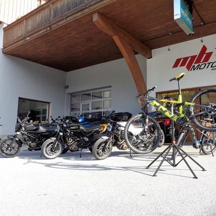HUSQVARNA MOTORCYCLES feat. HUSQVARNA BICYCLES  HUSQVARNA MOTORCYCLES feat. HUSQVARNA BICYCLES  Alle Bikes überzeugen mit perfektionistischem Design und herausragender Qualit... Weiter >>