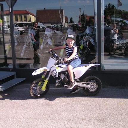 """Zum Ferienbeginn ein neues Bike!! Nach dem die langen """"öden"""" Ferien beginnen, hat Ben seine optimale Ferienbeschäftigung abgeholt! Ben hat heute eine neue Husqvarn... Weiter >>"""