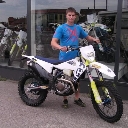 Verstärkung in der Enduroszene! Stefan wechselt sein MX- Bike gegen eine Husqvarna FE 350 / 2020 Enduro! Wir wünschen mit den neuen Bike viel Spaß!!!