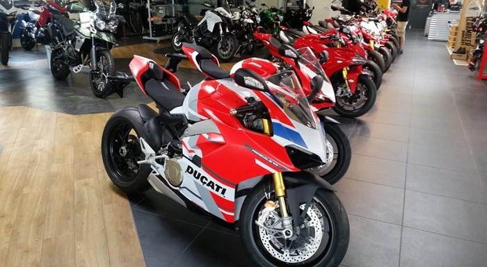 >>> DUCATI Show Bikes 2019, Panigale V4S und 959 Panigale Corse eingetroffen >>> TOPNEWS