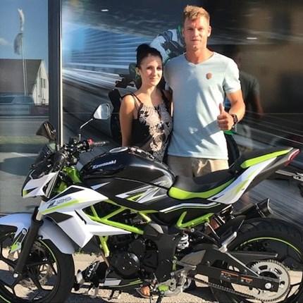 Z 125  on the road! Es freut uns, dass wir an Robin eine Kawasaki Z 125 übergeben dürfen. Wir wünschen mit den neuen Bike viele schöne Ausfahrten!!