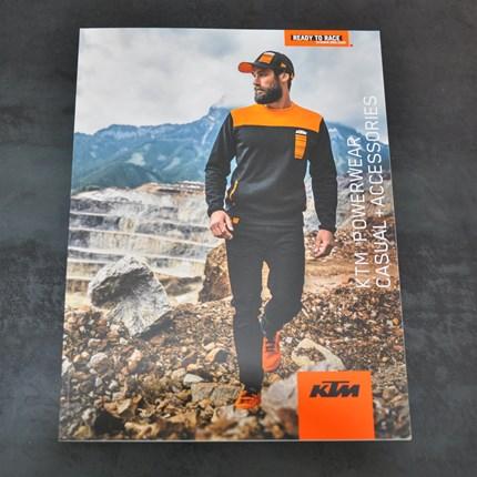 KTM Powerwear Casual & Accessories 2020 Kataloge...  ... eingetroffen und auch die Bekleidung ist schon bei uns im Shop erhältlich :)