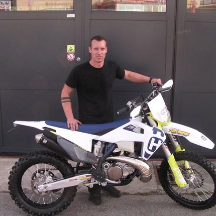 Neues Bike, neue Aufgaben! Einen Wechsel von der MX-Szene zurück in die Enduro-Szene wurde vollzogen. Markus hat seine neue Husqvarna TE 300i/2020 abgeholt! ... Weiter >>