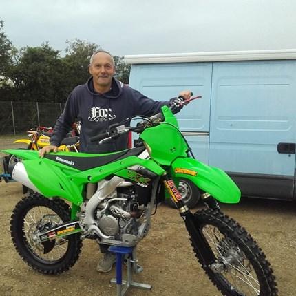 Von  GELB  auf GRÜN gewechselt!! Nach vielen Jahren auf gelben MX-Bikes ist esan der Zeit die Farbe zu wechseln. Es freut uns, dass wir an Otto eine neue Kawasaki... Weiter >>