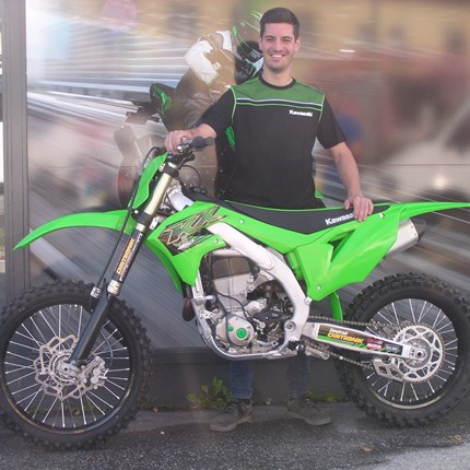 Freestylen mit einer KX 450 !! Dominik wir ab sofort seine Freestyle Künste mit einer Kawasaki KX 450 / 2020 demonstrieren! Wir freuen uns schon auf diese Show!... Weiter >>