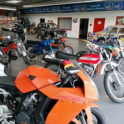 Fahrzeug bei uns überwintern?   Na klar, FRAGEN SIE UNS! Wir motten Ihr Motorrad bei uns ein: Überwinterung / Motorrad    ... Weiter >>