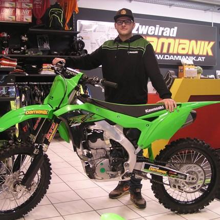 Willkommen in der Kawasaki Familie ! Es freut uns dass wir Christian in der Kawasaki Familie begrüssen dürfen! Wir wünschen ihn mit seiner neuen Kawasaki KX 250 / 2020... Weiter >>