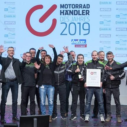 Wo die Motorradträume der Kunden erfüllt werden   Motorradhändler des Jahres 2019 auf Fachtagung gekürt Wo die Motorradträume der Kunden erfüllt werden –   Moto K-Team Rehau R... Weiter >>