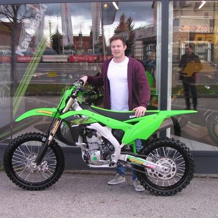 KX 250 ausgeliefert!! Es freut uns, dass wir heute an Christoph eine neue Kawasaki KX 250 der Modellreihe 2020 übergeben dürfen. Wir wünschen viel Spaß... Weiter >>