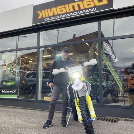 Ein edles Bike geht an einen neuen Besitzer! Für Wolfgang durften wir eine sehr edle Husqvarna FE 250 / 2020 zusammenbauen. Dieses schönes Bike hat zum Überwintern einensehr ... Weiter >>