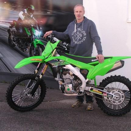 Alle Jahre wieder!! Es freut uns, dass wir an Günter, einen langjährigen Kunden und Freund, eine neue Kawasaki KX 250 / 2020 übergeben dürfen. Wir wü... Weiter >>