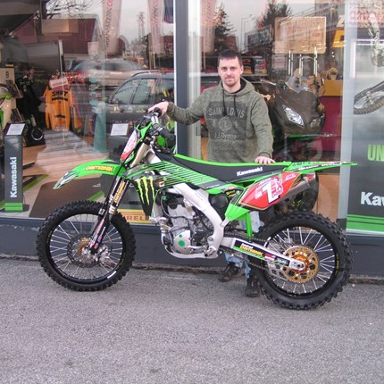Good by  KX 250 Showroombike !! Wir müssen uns heute von unseren KAWASAKI KX 250 Showroombike verabschieden. Walter konnte der Versuchung nicht wiederstehen und h... Weiter >>