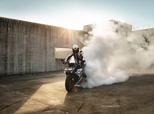 Reifenumrüstung an Motorrädern