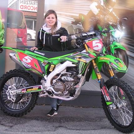 Girl on the MX-Track ! Es freut uns, dass wir heute an Alex eine neue Kawasaki KX 250/2020 übergeben dürfen. Wir wünschen viel Spaß und viel Erfolg !!