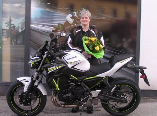 Kawasaki Z 650 an Bikerin übergeben!