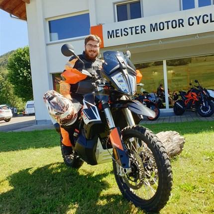 Gratulation  Wir gratulieren Roger Baschung zum Lehrabschluss als Motorradmechaniker und freuen uns Ihn weiterhin in unserem Betrieb beschäft... Weiter >>