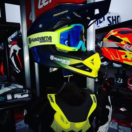 Bereit für ein Motocross Wochenende?  Bereit für ein Motocross Wochenende? Motocross Schutzkleidung bei uns in großer Vielfalt erhältlich!! Auch für Kinder !!