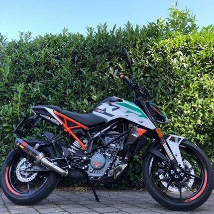 KTM 125 Duke PIMP MY BIKE - Special Edition mit Akrapovic  KTM 125 Duke ABSPIMP MY BIKE - Special Edition mit Akrapovic ESD !!!  Zubehör im Wert von 1.250,- € exklusiv !!  * Akrapovic... Weiter >>
