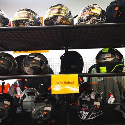 50 % Rabatt !! Auf ausgewählte Helme & Jethelme !! 50 % Rabatt !!  50 % Rabatt !! Auf ausgewählte Integralhelme & Jethelme .  So lange der Vorrat reicht !
