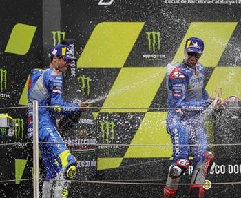 Die Fahrer des Suzuki ECSTAR Teams legen auf ihrer Heimrennstrecke, dem Ring von Barcelona-Katalonien, eine erstaunliche Performan...