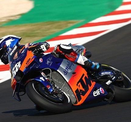 Miguel Oliveira siegt beim letzten Rennen der MotoGP Saison 2020!  Der letzte Sieger in der MotoGP-Saison 2020 heißt Miguel Oliveira! Der portugiesische Pole-Setter triumphiert bei seinem Heim-R... Weiter >>