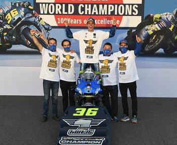 Die beiden Suzuki ECSTAR Team-Fahrer Joan Mir und Alex Rins hatten allen Grund zu feiern: Sie freuten sich über Platz Eins und Dre... Weiter >>
