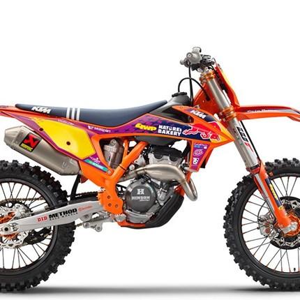 Die MX- Spezial Modelle 450 SX-F Factory Edition und 250 SX-F Troy Lee Design jetzt bei KTM Walzer   KTM 250 SX-F TROY LEE DESIGNS 2021 LISTENPREIS: 11.199,00 EUR*Nur wenige andere Disziplinen des Offroad-Motorradsports bieten... Weiter >>