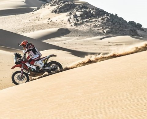 LAIA SANZ SUCCESSFULLY FINISHES DAKAR RALLY STAGE THREE