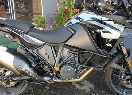 Vorführmotorräder Wir verkaufen unsere Vorführmotorräder:  KTM 1290 Super Adv. S grau, EZ 03/2019, 8.300 Kilometer Sturzbügel, Tankschutzfolie, ... Weiter >>
