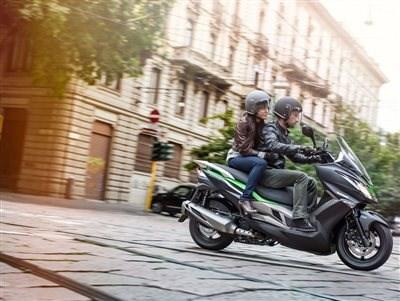 Celebramos 30 años con el nuevo scooter Kawasaki J125, ¿te animas a probarla?