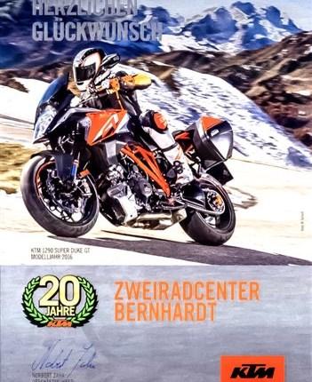 20 Jahre KTM-Vertragshändler Wir sind stolz darauf,  was wir in den zurückliegenden Jahren geschafft haben   25 Jahre Motorradhändler und nun bereits seit 2... Weiter >>