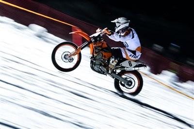 Daniel Stocker gewinnt Snow Speed Hill Race 2017 Beim 9. Snow Speed Hill auf der Reiteralm wiederholte Daniel Stocker (2Rad Lenz Racing Team) in der Motorrad-Klasse 2 seinen Vorja... Weiter >>