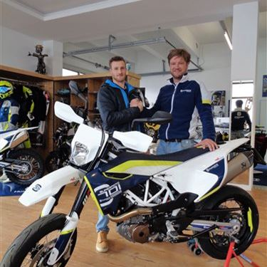 MB Motoparts-News: >>>HUSQVARNA 701 SUPERMOTO on Street<<<
