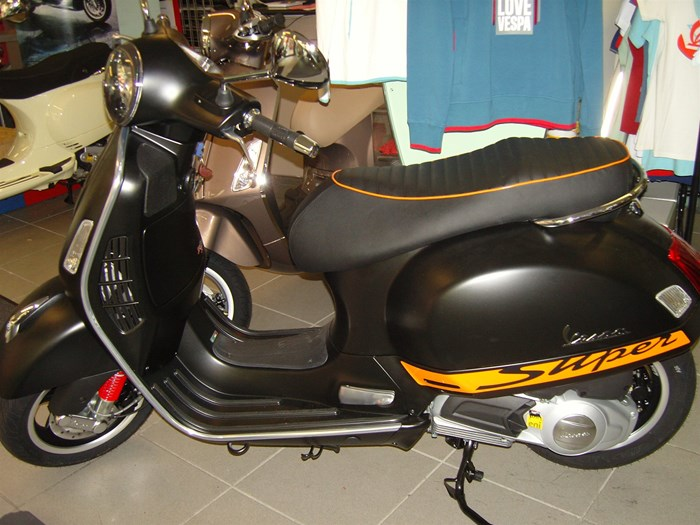vespa gts 125 i e super sport 1000ps onlineshop. Black Bedroom Furniture Sets. Home Design Ideas