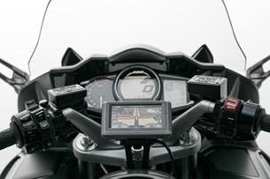 Bild von Navi-Halter am Lenker. Schwarz. Yamaha FJR 1300 (04-).