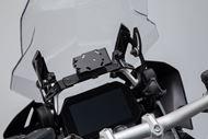 SW-MOTECH Navi-Halter im Cockpit. Schwarz. BMW R1200GS (13-), R1250GS (18-).
