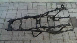 Bild von BMW R1200R Rahmen mit leicht vergogenem linken hinteren Fussrasten