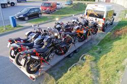 Motorradtransport bis 9 Personen und Bikes