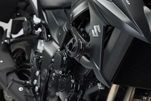 Bild von Sturzpad-Kit. Schwarz. Yamaha MT-03 (16-)/Suzuki GSX-S750 (17-).