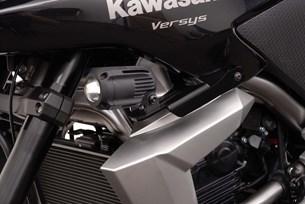 Bild von Scheinwerfer-Halter. Schwarz. Kawasaki Versys 650 (10-14).