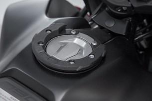 Bild von EVO Tankring. Schwarz. KTM 990 Super Duke / 790 Adv. 6 Schrauben