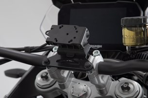 Bild von Navi-Halter am Lenker. Schwarz. Honda / Suzuki / Triumph-Modelle.
