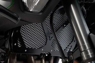 Bild von Kühlerschutz. Schwarz/Silbern. Kawasaki Versys 1000 (18-).
